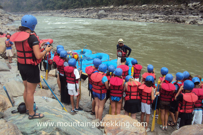 Mountain-Go-Trekking-River-